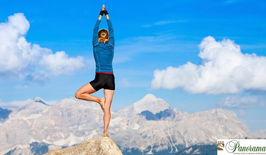 outdoor-womens-yoga-fitness-1415087138 - PANORAMA